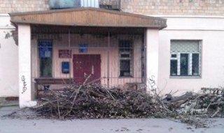 Жители Хотьково вывезли мусор к дверям ЖКО