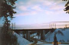 В Хотьково молодой человек покончил с жизнью, прыгнув с железнодорожного моста.