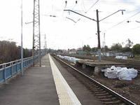 Второй год из двух пассажирских платформ в Хотьково действует только одна.