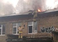 В Хотьково горит бывший детский сад.
