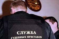 Приставы вернули матери дочь, которую забрал бывший муж, ранее осужденный  по ст. 109 УК РФ («Причинение смерти по неосторожности»).